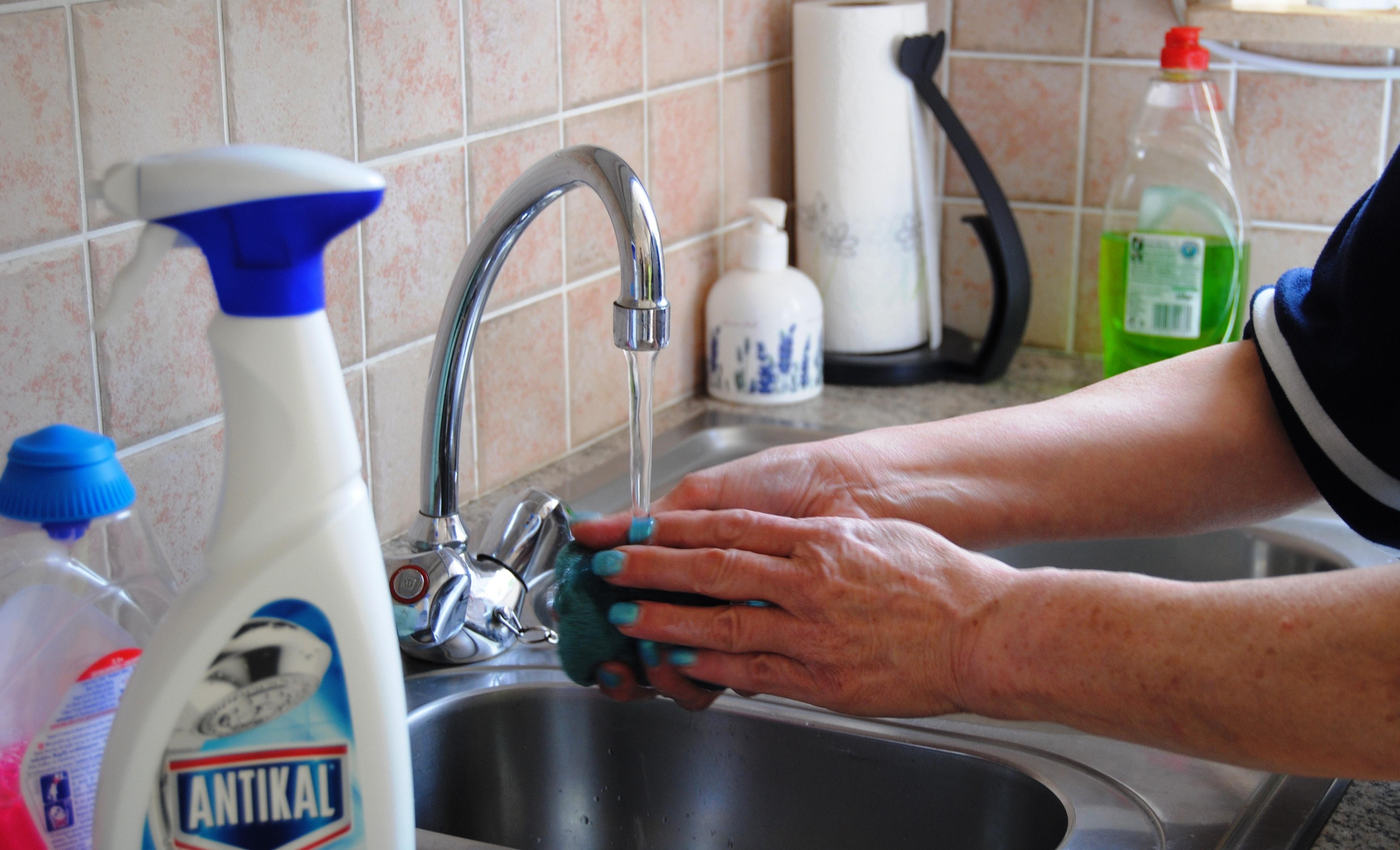 Viviane-handen-wassen